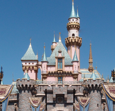 Disneyland Hotel Workers Say Yes To Contract With $15 Minimum Wage